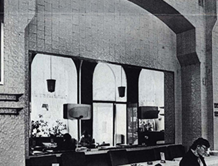 "Back then the Café Schwarzenberg was also called ""Café Badewandl"", because it reminds the guests of a huge bathroom."
